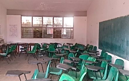 Habitantes siguen manteniendo las instalaciones escolares. Foto: Cortesía