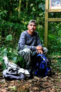 El guardabosque y guía en la reserva de la Biósfera El Triunfo. Foto: Isaín Mandujano