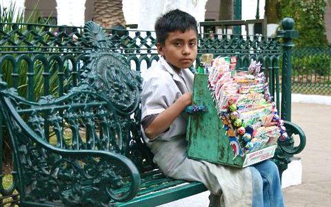 Son  los  rostros urbanos de la vida adolorida, ésa que se deja en migajas en cada cruce y semáforo. Foto: Chiapas PARALELO