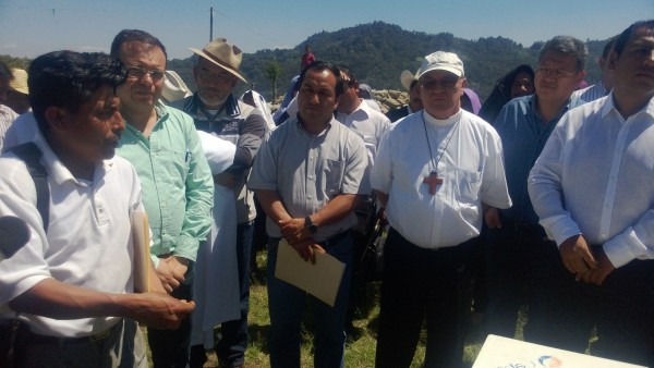 Autoridades del gobierno de Manuel Velasco gestionaron la entrega de la Hermita, pero no castigo a los responsables del desplazamiento ni indemnización por el daño. Foto: Cortesía