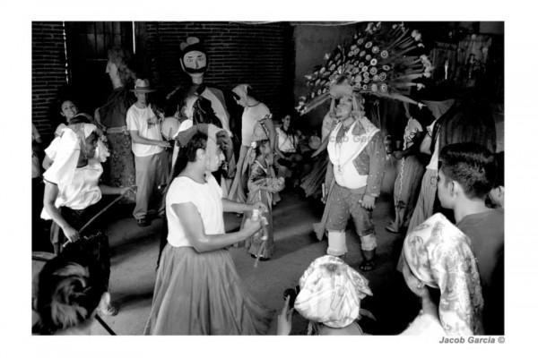 Danza de las plumas de la guacamaya y del pavo real. Danza zoque con motivo a la apertura del carnaval de Tuxtla Gutiérrez. Fotos: Jacob García