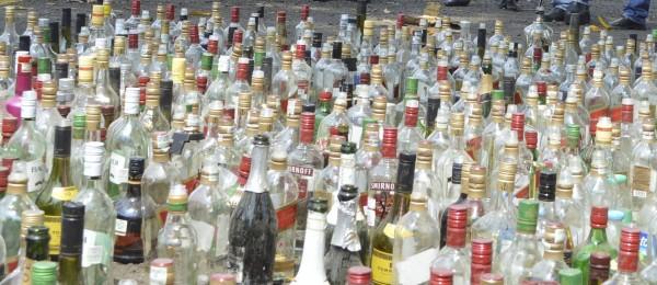 Propietarios de lugares donde vendan licor, deberán destruir los recipientes. Foto: Cesar Rodríguez