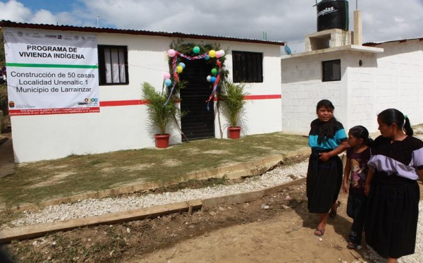 En Chiapas se invertirán más de 100 millones de pesos para construir otras 780 viviendas de la Cruzada Nacional Contra el Hambre. Foto: Icoso