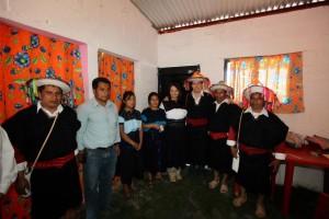 El gobernador Manuel Velasco y la Directora de la CDI en el interior de una vivienda de la Cruzada Nacional Contra el Hambre. Foto: Icoso