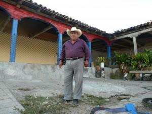 Con  70 años, Enrique Palacios recuerda escenarios, protagonistas y anécdotas de la Revolución, encarnadas por familiares suyos. Foto: Mirador/Chiapas PARALELO