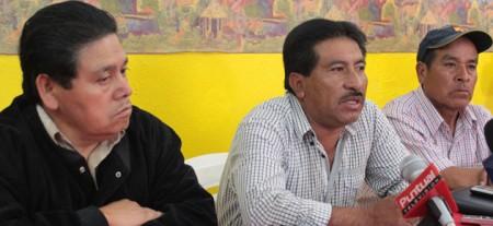 En el centro de la foto Abraham Cordero Calderón. Tomada de La Jornada de Oriente
