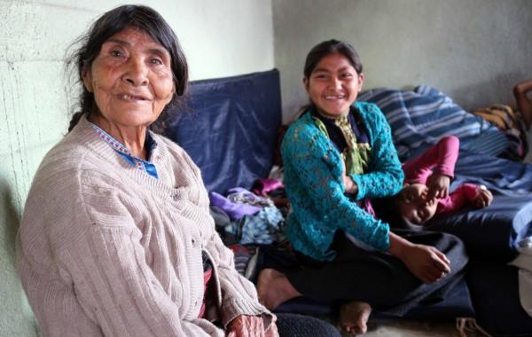 Indígenas tsotsiles de la colonia San Antonio del Monte, ubicado en San Cristobal de las Casas, acosados por la OPEACH y esperanzados la aplicación del Estado de Derecho, que a la fecha les es negado. Foto: Elizabeth Ruiz