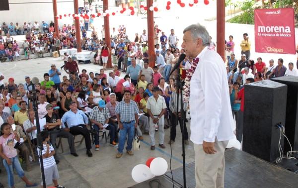 Anuncia AMLO que MORENA hará campaña para que la gente se niegue a la aplicación de la reforma energética. Foto: Chiapas PARALELO