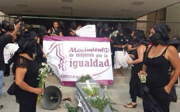 Mujeres protestan por inclumplimiento gubernamental Foto: Sandra de los Santos