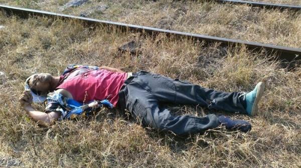 Migrante muerto durante asalto ocurrido en el tren que salió de Arriaga, Chiapas. Foto: Martha Izquierdo