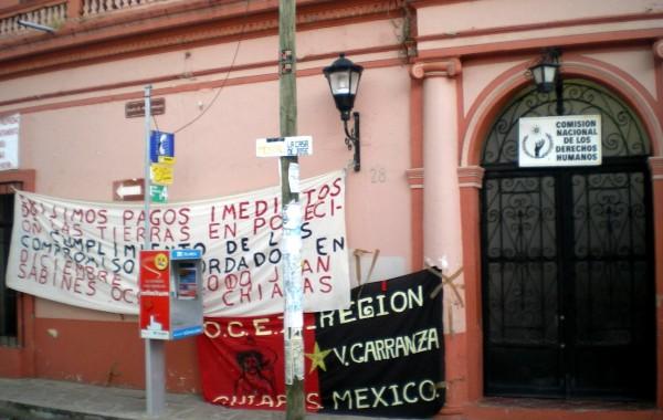 Protesta de la OCEZ-RC en las oficinas de la CNDH en Sancris en el 2009. Foto: Chiapas PARALELO