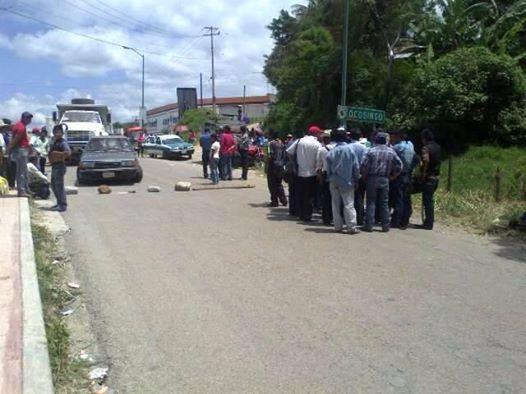 Bloqueo de campesinos en Ocosingo la semana pasada, para exigir la libertad del maestro Montoya Oseguera Foto: Cortesia