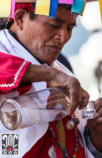 Ceremonia en Tenejapa. Foto: http://www.poxceremonial.com/