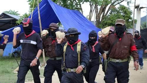 El Subcomandante Insurgente Moisés, al centro. Foto: Elizabeth Ruiz