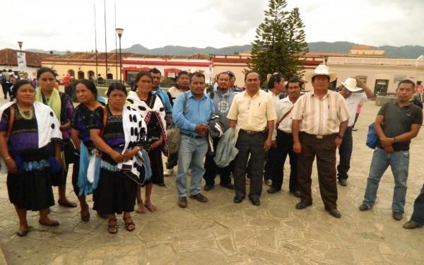"""""""Aunque nos avienten 50 o 100 millones de pesos no vendemos las tierras porque son herencia de nuestros padres"""". Foto: Amalia Avendaño"""