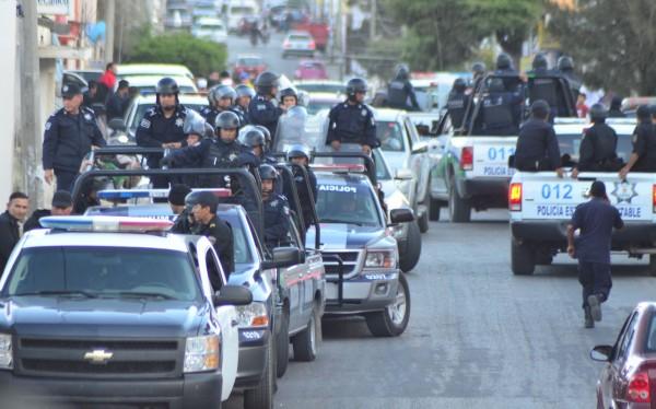 Operativo para desalojar a campesinos que tenían retenidos a policías tras el asesinato de su companero en Comitán. Foto: Archivo