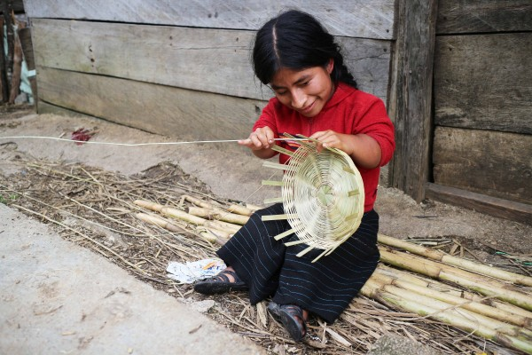 Los impedimentos físicos no son un obstáculo para Pascualita. Foto: Elizabeth Ruiz