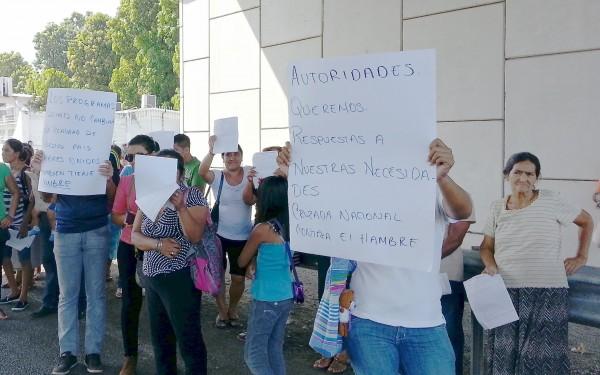 Protestas de Trabajadores de la Cruzada Nacional Contra el Hambre. Foto: Benjamin Alfaro