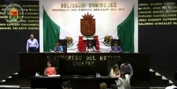 Legisladoras y legisladoras en la sesión del jueves15.