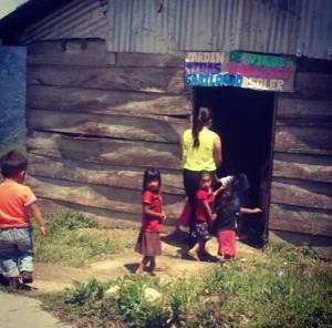 Esta estructura de madera es el áula del Jardín de Niños y Niñas Francisco Gabilondo Soler de San José La Unión en Huitiupan, Chiapas. Foto: Héctor Alonso Jiménez