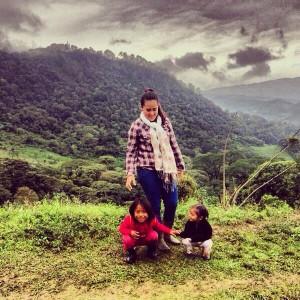La maestras y dos de sus pequeños en el Jardín de Niños y Niñas Francisco Gabilondo Soler de San José La Unión en Huitiupan, Chiapas. Foto: Héctor Alonso Jiménez