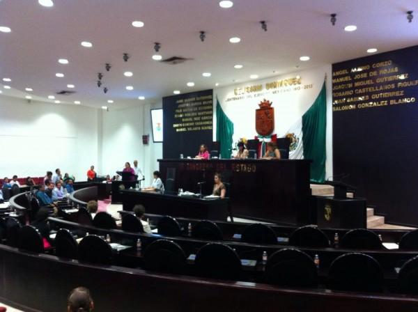 19 de los 35 diputados que iniciaron la sesión ordinaria de ayer, se retiraron del recinto. Foto: Sandra de los Santos/ Chiapas PARALELO.