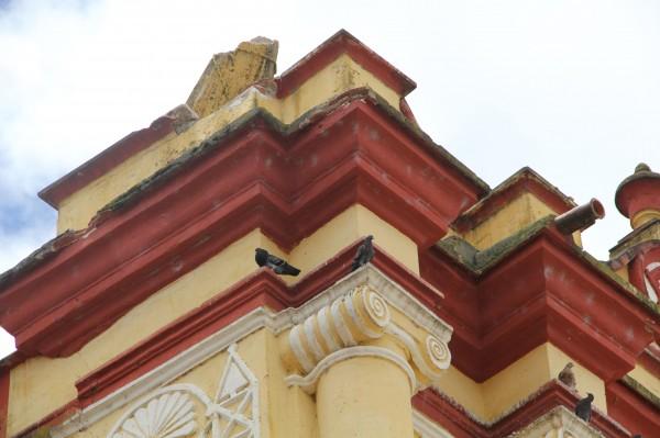 Aspecto de daños en la Catedral de San Cristóbal. Foto: Elizabeth Ruiz