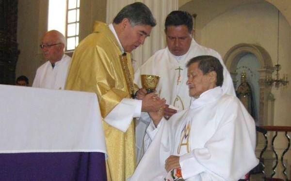 """Luis Mijangos tuvo conflictos con la diócesis, """"pero a raíz del agravamiento en su enfermedad, se le levantó la suspensión eclesial que tenía. Foto: Amalia Avendaño"""