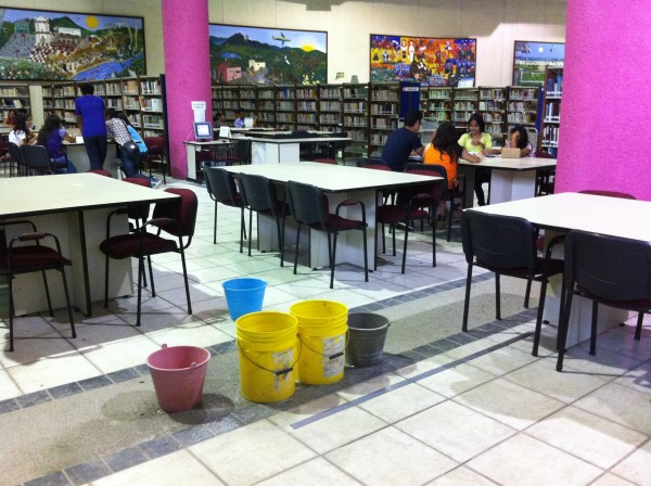El área de biblioteca del Centro Cultural Jaime Sabines. Foto/ Sandra de los Santos/ Chiapas PARALELO.