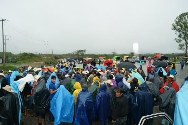 Pobladores de 32 comunidades de Ixtapa, bloquean carretera para exigir los recursos del COPLADEM.