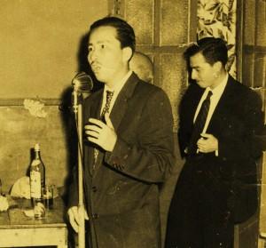 © Armando Parra joven. Discurso y copas.Tuxtla Chico, Chiaopas (c1958)