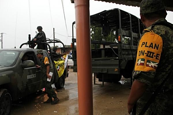 Ejército mexicano aplica Plan DN-III de ayuda a la población. Foto: Elizabeth Ruiz
