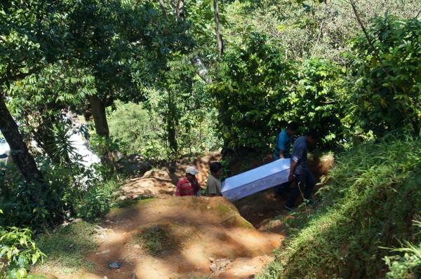 El tortuoso camino al cementerio de Amatenango. Foto: Benjamin Alfaro