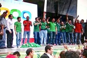 Arengas  políticas durante la transmisión del partido. Foto: Benjamin Alfaro