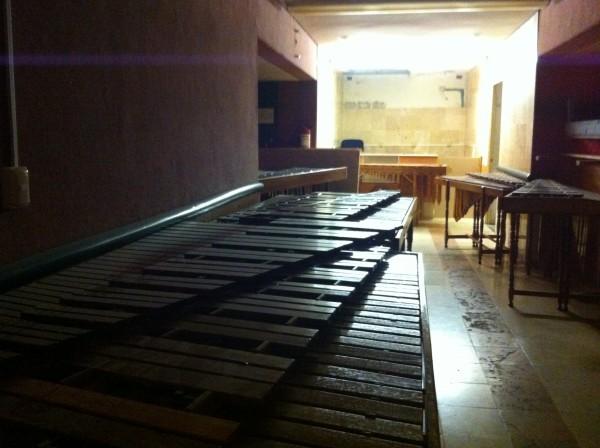 """Alrededor de 15 marimbas están """"almacenadas"""" en el edificio de Coneculta. Foto: Sandra de los Santos/ Chiapas PARALELO."""