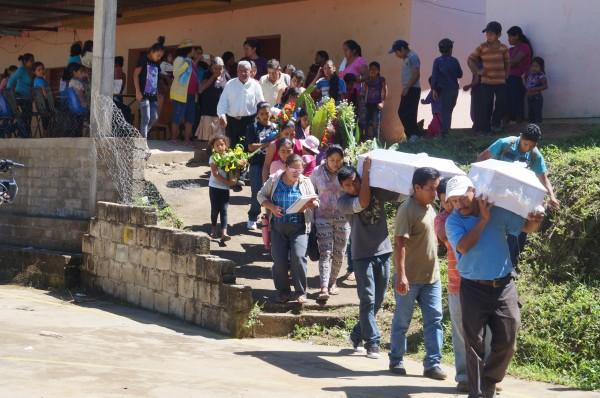 Sepelio en Amatenango. Foto: Benjamin Alfaro