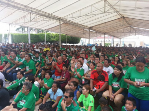 Empleados municipales de Tapachula y colonos presencian el partido. Foto: Benjamín Alfaro