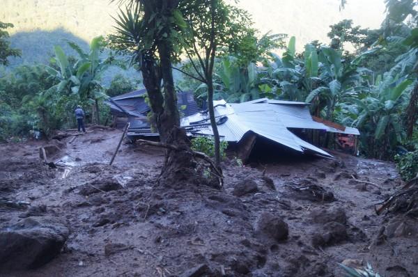 Viviendas sepultadas por deslizamiento de terreno, en Amatenango de la Frontera. Foto: Benjamin Alfaro