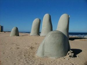 Escultura en Punta del Este, Chile.