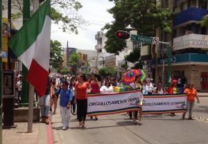 En la Avenida Central  transitó la Primera Marcha del Orgullo Gay realizado en Tuxtla Gutiérrez, Chiaas. Fotos: Isaín Mandujano.