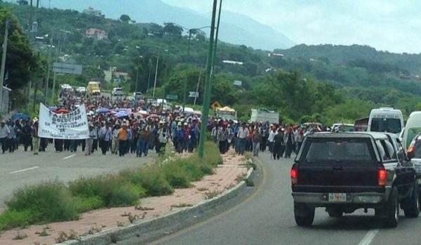 Provenientes de 39 comunidades, marcharon desde Ixtpa hasta Tuxtla.