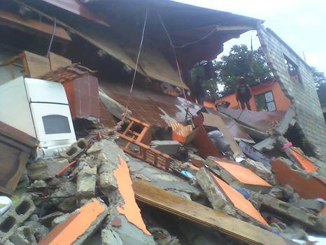 Vivienda colapasada en San Cristóbal. Foto: Amalia Avendaño
