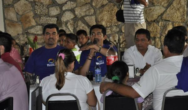 Alfredo Salgado Correa, a la derecha de Enoc Hernández Cruz, titular del ICACTECH.