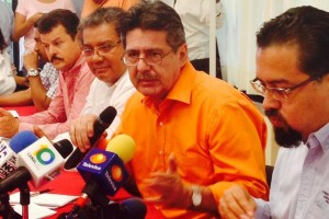 Carlos Morales Vázquez, dos veces candidato a la presidencia municipal de Tuxtla Gutiérrez, renunciará a la Secretaría de Medio Ambiente e Historia Natural, en espera de contender por tercera vez a la alcaldía capitalina, pero en esta ocasión por el Movimiento de Regeneración Nacional (Morena).
