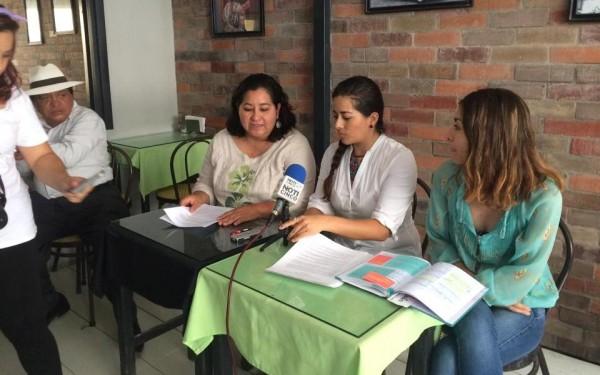 Michelle Domínguez, Selene Domínguez y Karen Padilla, ofrecieron una conferencia de prensa para dar a conocer la convocatoria. Foto: Chiapas PARALELO