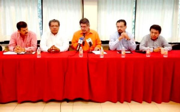 Delegados federales de la Profepa, Semarnat, el tiular de la Semanh y el delegado federal de la Conanp, en conferencia de prensa el miércoles por la mañana. Foto: Isaín Mandujano