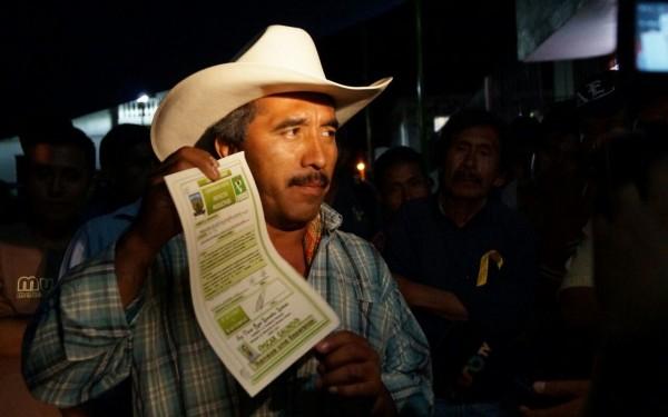 Campesinos denuncian que son utilizados por partidos políticos. Foto: Benjamín Alfaro