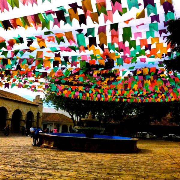 Fuentes con sombrillas multicolor. Foto: Elizabeth Ruiz