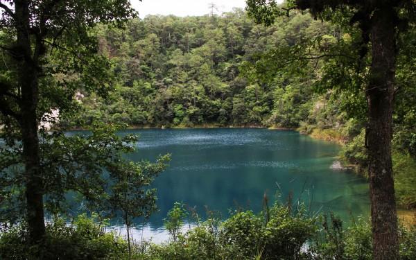 Como espejos verde o azul turquesa, lagos de Montebello. Foto: Elizabeth Ruiz