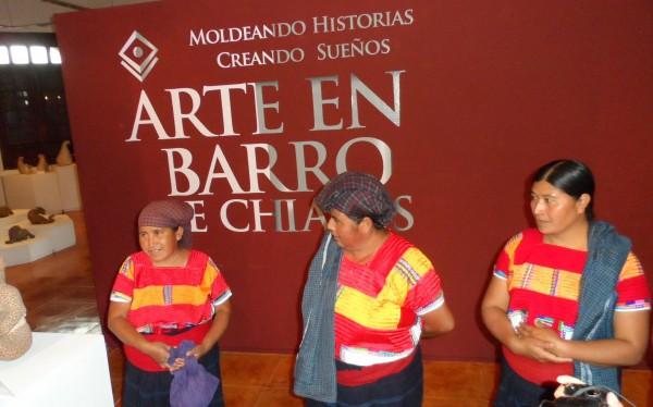 Exposición de alfareras de Amatenango. Foto: Amalia Avendaño
